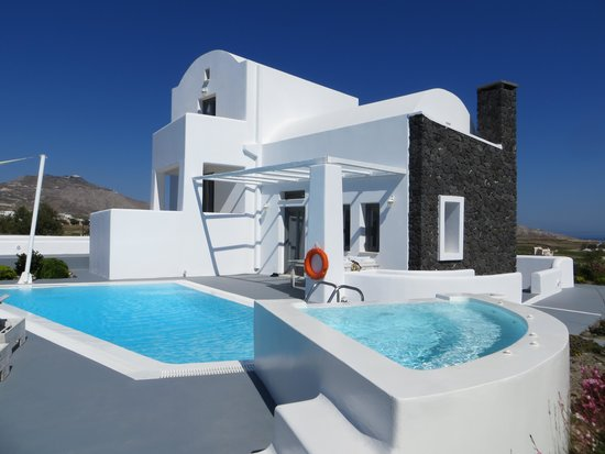 villa und pool von aussen bild von santorini princess presidential suites akrotiri tripadvisor. Black Bedroom Furniture Sets. Home Design Ideas