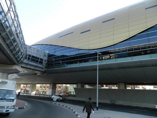Dubai Metro: Mall of the Emirates station