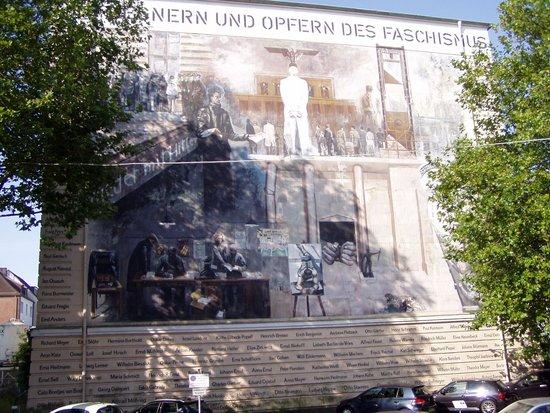 B&B Hotel Bremen: Murales dietro l'albergo
