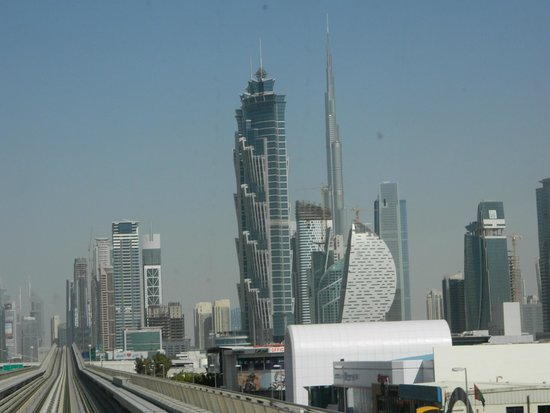 Dubai Metro: View from the front of the train!