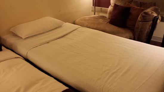Prudential Hotel: Room extra bed, mattress very very thin and sinks in in the middle. Metal frame seems flimsy too