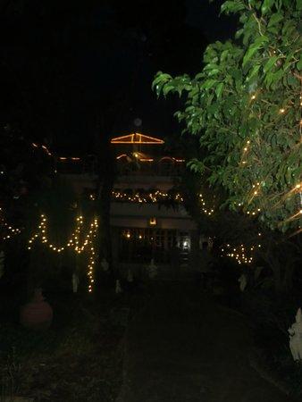 Hotel Mamalla Heritage : Coming ´home´ at night