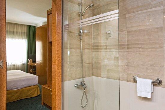 Acacia Suites: Baño