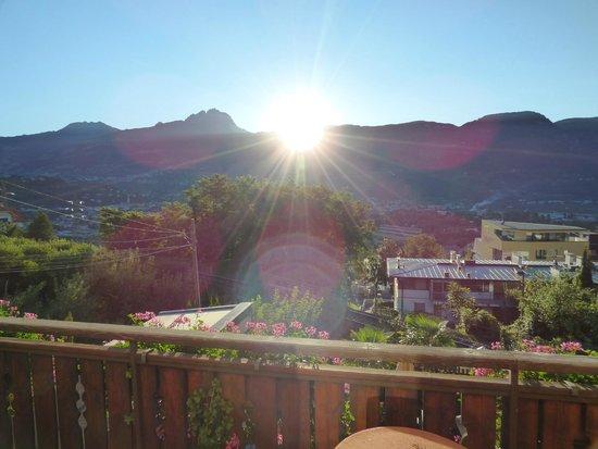 Garni Sunnwies: Sonnenaufgang / Zimmeraussicht am Morgen