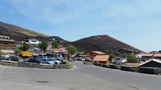 Monte Etna : Rifugio ai piedi dell'etna a 1950 mt.