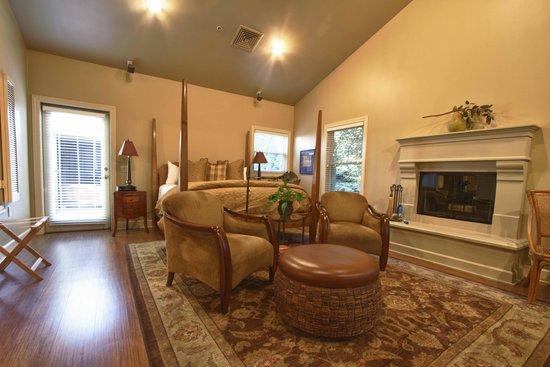 MacArthur Place - Sonoma's Historic Inn & Spa: Room #42