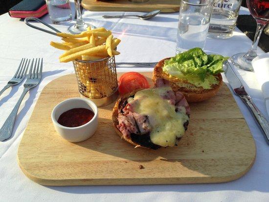 Mercure Brandon Hall Hotel and Spa Warwickshire: Gourmet Burger!