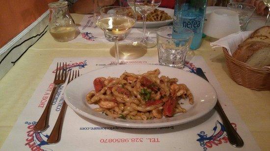Osteria Il Gallo e L'Innamorata: Busiata con pistacchi, gamberi e pomodorini.