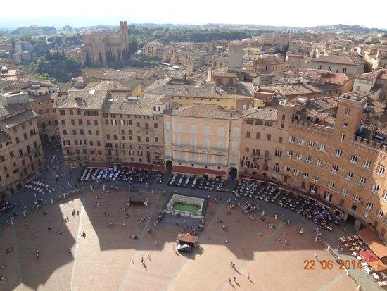 Piazza del Campo : Vista da Piazza do alto da torre del Mangia