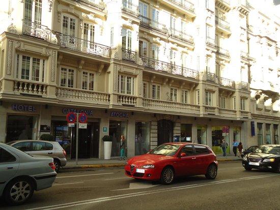 Tryp Madrid Atocha Hotel: Aí está o hotel.