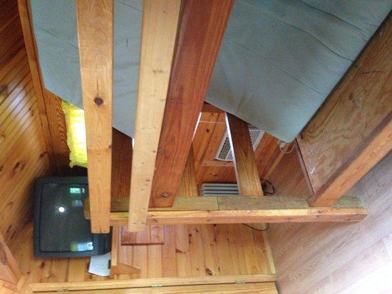 Asheville West KOA: Bunk beds in cabin
