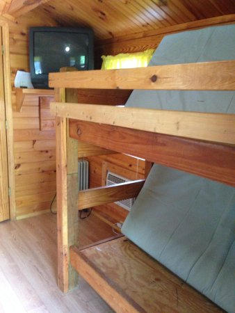 Asheville West KOA : Bunk beds in cabin