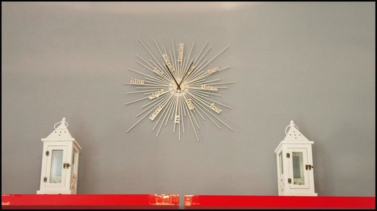 Four Seasons Hostel Rome: Clock in the Internet Room