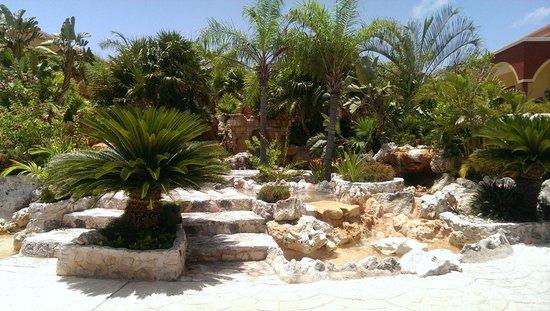 Ocean Maya Royale: Garden Waterfall