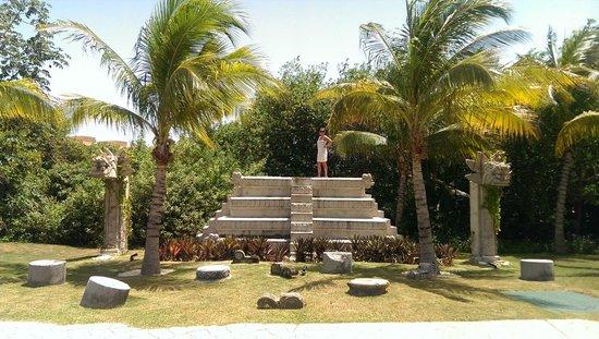 Ocean Maya Royale: Gardens