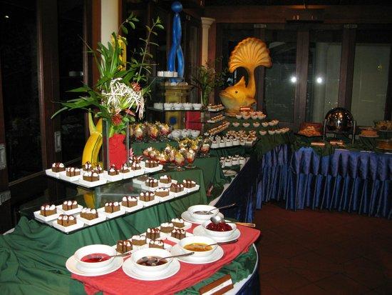 Royal Island Resort & Spa: Buffet dessert Restaurant
