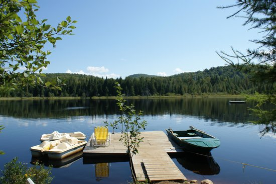 Domaine Summum: Private dock on the lake