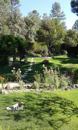 Hotel Rural Convento Santa Maria de la Sierra : jardines
