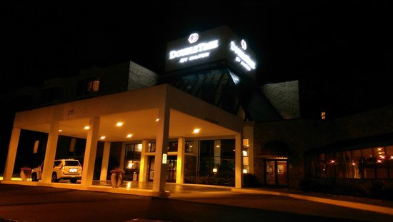DoubleTree by Hilton Oak Ridge - Knoxville: Very cosy look and easy to spot from the main road