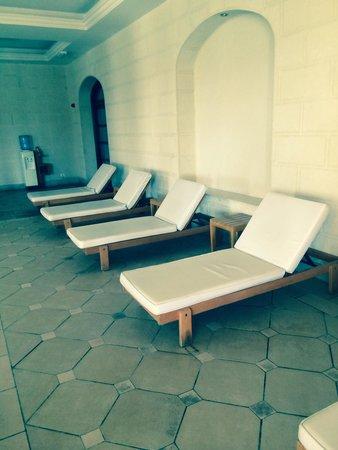 Jaz Mirabel Beach: Relaxing sunbeds in spa