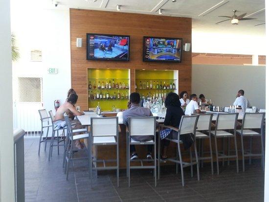 Hilton Cabana Miami Beach: Ground floor - Pool Bar