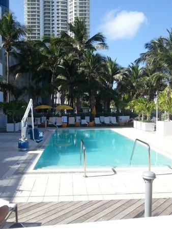 Hilton Cabana Miami Beach: Ground floor pool