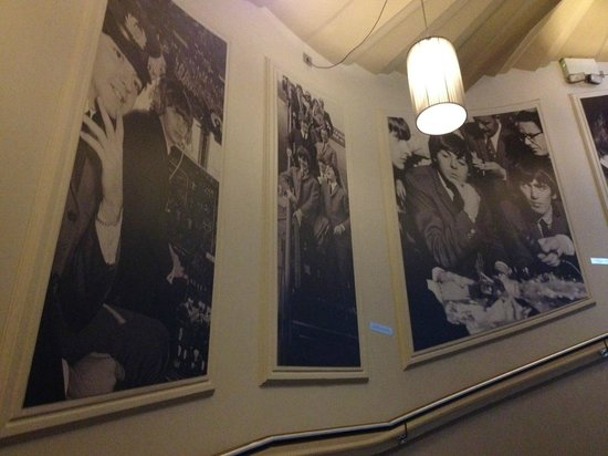 Hard Days Night Hotel: Loved the hallway decor