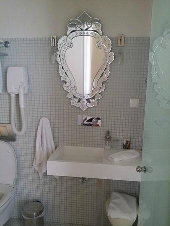 5 Hermoupolis Concept Sites : Το μπάνιο