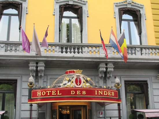 Hotel Des Indes, a Luxury Collection Hotel : Front Entrance to the Hotel Des Indes