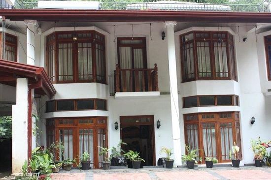 Oak Wood Inn Kandy Hotel : Facade