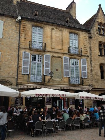 """Brasserie Le Glacier : Situated in the heart of the Sarlat """"Plaza"""""""