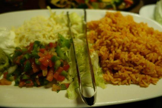Mexi's: Yummy sides for the vegetarian fajitas