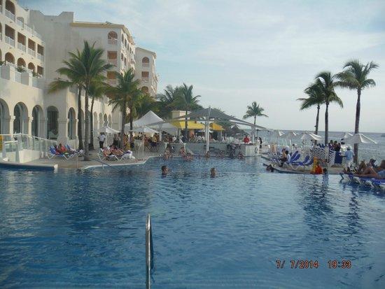Cozumel Palace : Pool view