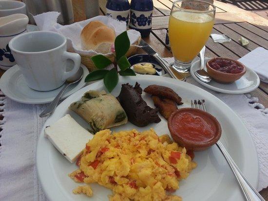 Casa Encantada: breakfast