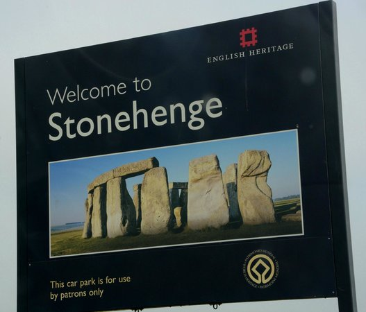 Stonehenge: Welcome sign