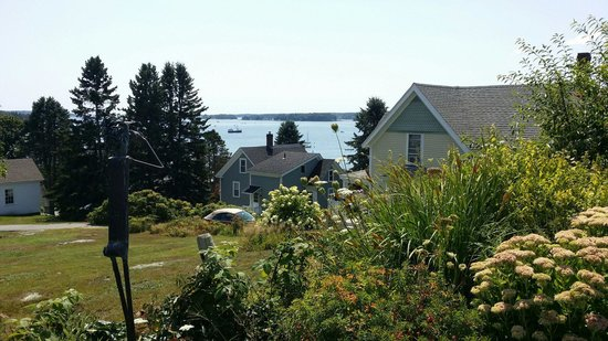 Topside Inn : View from the far edge of the property.
