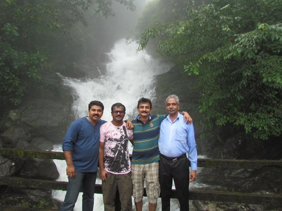 Urumbi Hill Palace Plantation Resort : Avinash & Joby
