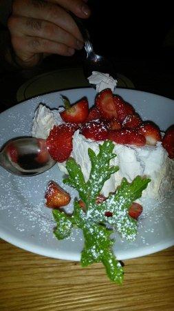 Whitehorses: Strawberry pavloa. Yummy!!!