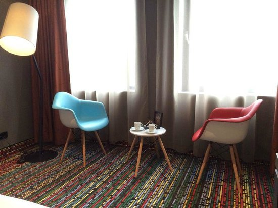 Best Western Premier Hotel Couture : Standard room with comfortable chairs