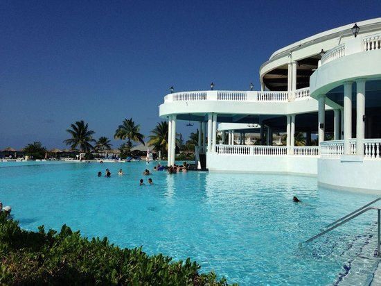 Grand Palladium Jamaica Resort & Spa: The main swimming pool was awesome