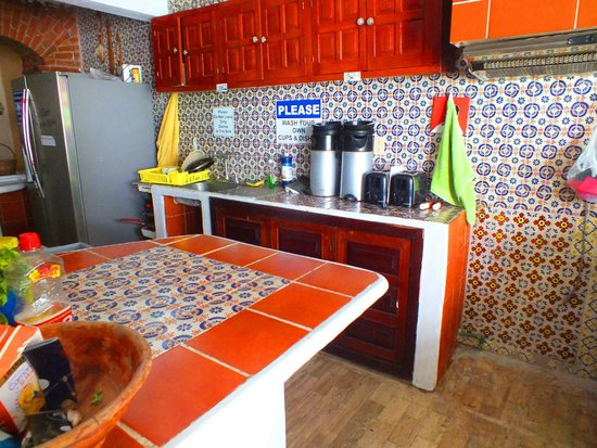 Weary Traveler Hostel : Kitchen