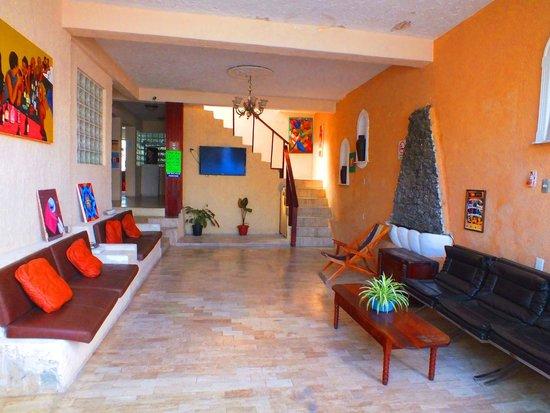Weary Traveler Hostel: TV Room