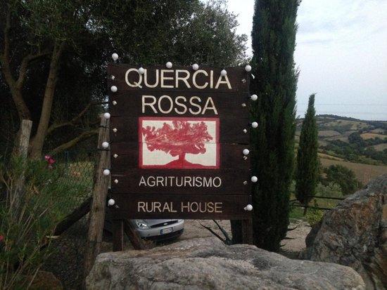 Quercia Rossa Farmhouse: L'entrée