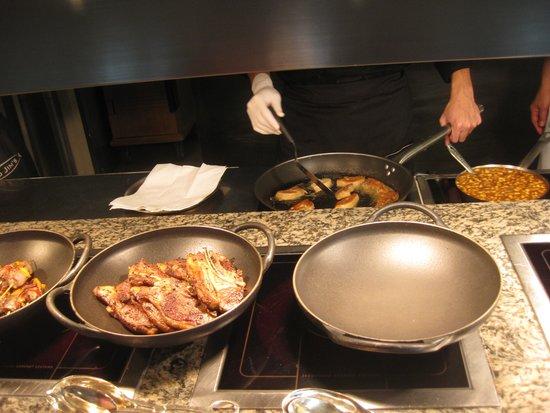Lord Jim's at Mandarin Oriental, Bangkok: cooking tons of foie gras at once