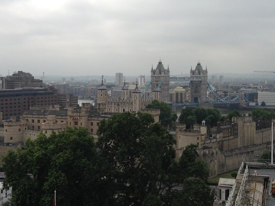 DoubleTree by Hilton Hotel London -Tower of London: View from the rooftop bar.