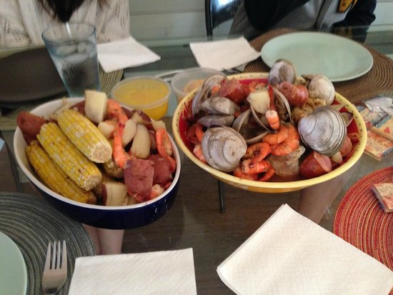 Captain Puddle Ducks' Seafood Steamer Pots : The feast.