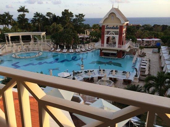 Sandals Ochi Beach Resort : Main pool