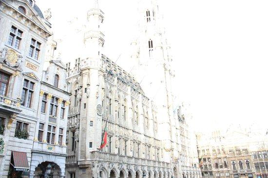 Grand Place: Municipio