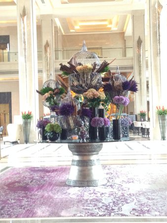 Siam Kempinski Hotel Bangkok: The beautiful lobby