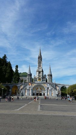 Sanctuary of Our Lady of Lourdes: Ingresso
